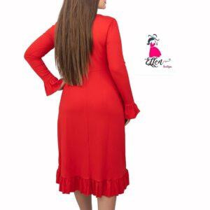 γυναικα με κοκκινο φορεμα μπροστα απο τοιχο