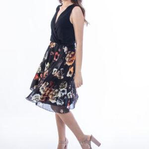 ELLEN μοντελο φοραει φορεμα floral